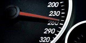 La reforma del Reglamento equipara a nivel europeo el límite de velocidad de estos vehículos, diferenciándola en función de su masa máxima autorizada. También se establece por primera vez, el estacionamiento de estos vehículos, adoptando una fórmula similar a algunos países de nuestro entorno