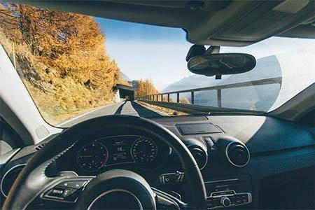 La conducción en otoño.